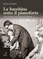 LA BAMBINA SOTTO IL PIANOFORTE